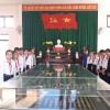 Học sinh và giáo viên thăm viếng nghĩa trang liệt sĩ